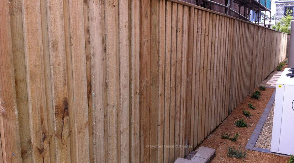 Timber Paling Fences Sfg Sydney Fencing And Gates